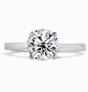 LUNA Classic Brilliant Solitaire Engagement