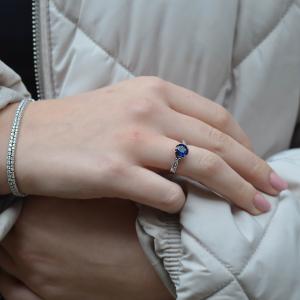 18ct White Gold 1.30ct Sapphire & Diamond Crossover Ring