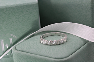 ABRUZZO Bar Set Brilliant Cut Half Diamond Wedding Rings